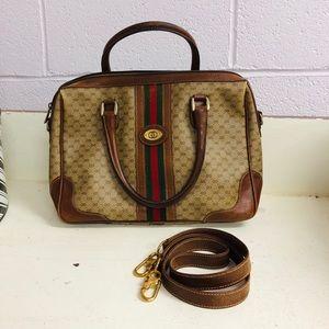 Classic Gucci Purse with Shoulder Strap 🔥